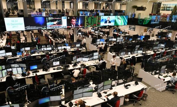 Как работает дилинговые центры форекс заработок на рекламе для онлайн игр